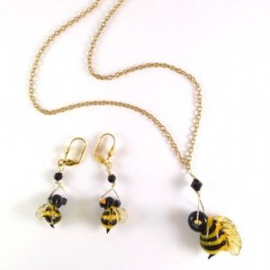 Jewelry - Art Glass Bumble Bee Necklace & Earrings